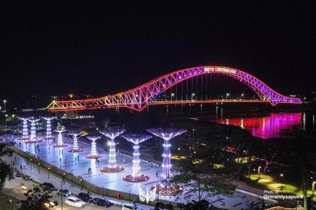 Pembangunan Jembatan Tenggarong yang sempat ambruk, kini berdiri megah di tepian kota Tenggarong I IG @exotickaltim