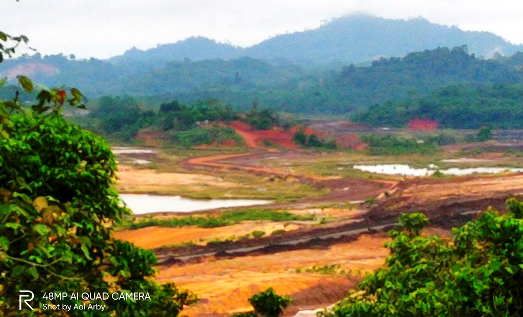 Pemandangan lubang tambang yang terekam di jalur Bukit Suharto Kaltim I Dokumen Pribadi, Diambil 10 Maret 2021